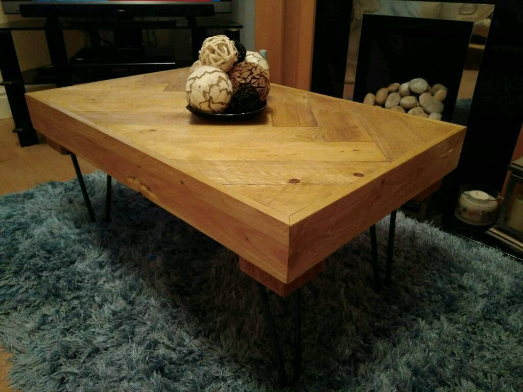 Rustic pallet table made from reclaimed wood