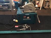 Makita plunge saw with rails, clamps ect