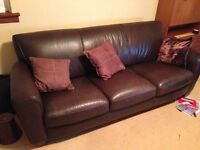 3 peice leather suite (3 seater sofa, 2 x armchairs)