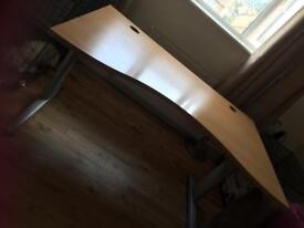 Large desk in new condition