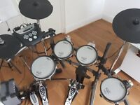 Rolland TD6V electronic drums with double kick incl amplifier all mesh heads