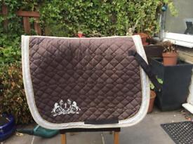 Brown saddle pad ( Full)
