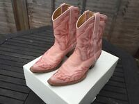 Pink Cowboy boots vintage