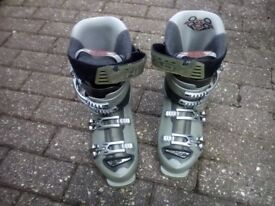 Womens Head Ski boots size 6-6.5 and boot bag for sale
