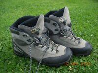 Mens Scarpa waterproof Walking Boots size 9