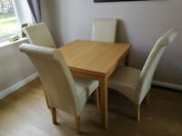 Extendable dining table and 4x chairs