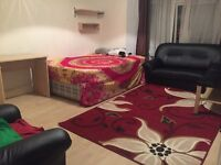 Available now extra large double room for rent in Walthamstow