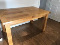 Lovely solid oak extending kitchen/dining table