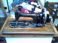Working Sewing Machine (Antique)