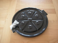CAST IRON BLACK ENAMEL SPIKED CARVING PLATE