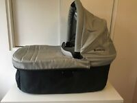 Uppababy Vista Carrycot / bassinet only in Silver / Mica pre-2015 model, used excellent condition