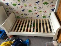 White toddlers bed