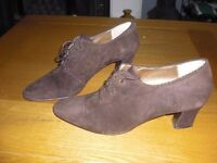 LADIES BROWN SWEDE HEELED LACE UP SHOES SIZE 5 ( EURO SIZE 38 ) VGC HARDLY WORN