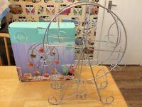 Cupcake holder - wheel