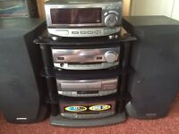 Kenwood complete stereo system 6-CD disc changer/cassette player/radio and two speakers
