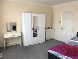 King size bedroom in Chingford