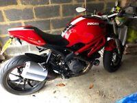 2011 Ducati Monster Motorbike 1100 Evo 15600 miles