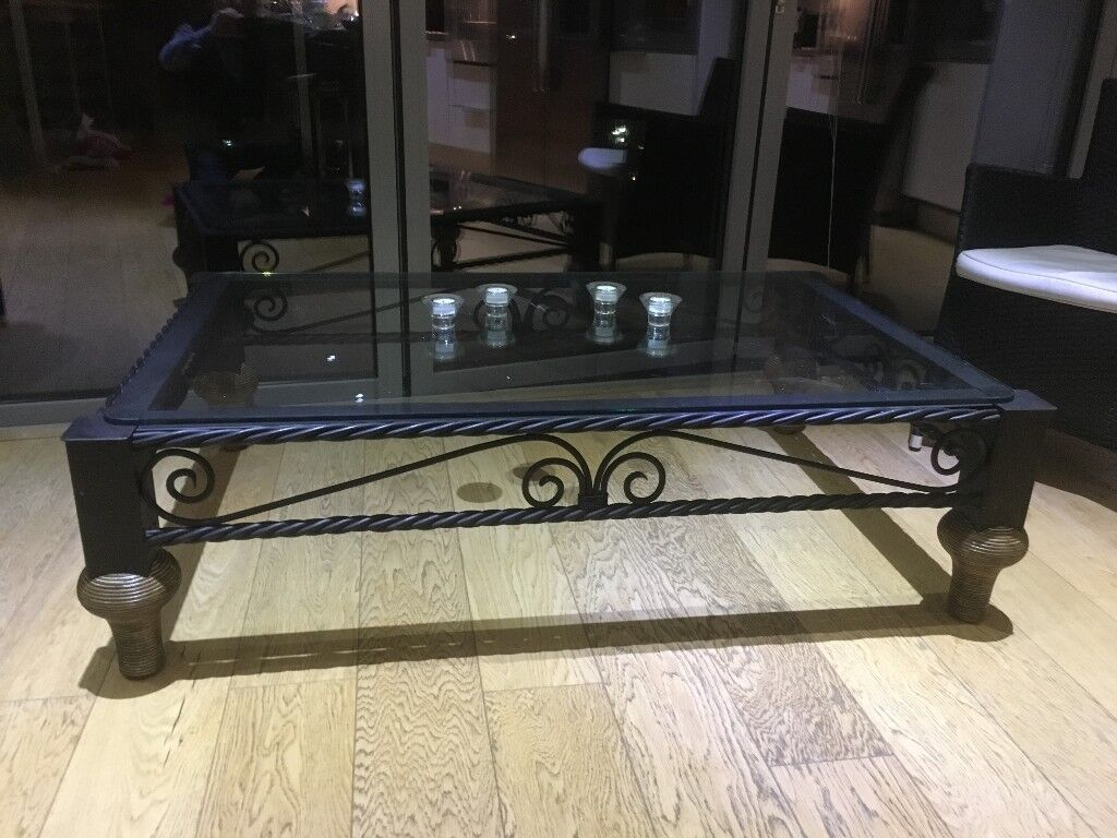 Glass coffee table in excellent condition 140x90cm