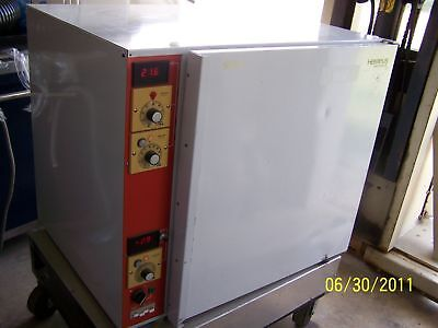 Heraeus B-5060ec-c02 Gas Jacketed Incubator