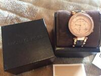 Michael kors watch genuine comes with receipt, box and extra links