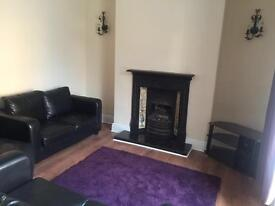 Double room in city centre, furnished shared 3 bedroom house
