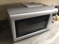 A lovely Panasonic NN-SD440W microwave in excellent working order and very clean.