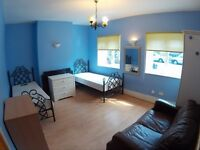 Twin room available in Stratford