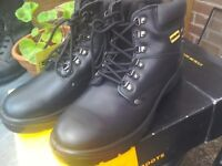 Men's workboots size 11 new n box.Black leather. Sterling safety brand. Lovely