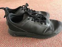 Black men's Nike air tavas trainers