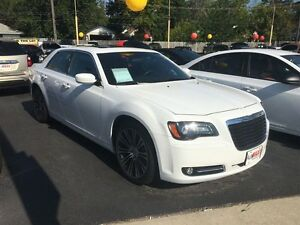 2012 CHRYSLER 300 S V6 - SUNROOF, HEATED SEATS, REMOTE START, LE