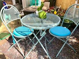 Table+2 chairs+2 cushions-vintage style-J. Lewis