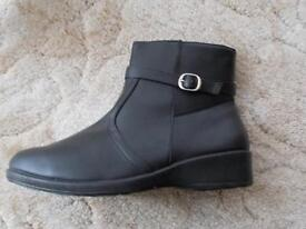 Size 7/8 black women ankle boots.