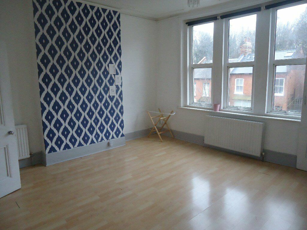 Lovely bright and spacious 1 bedroomed 1st floor conversion. Bright and spacious lounge with