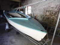 Wayfarer Dinghy, sail no. 3831 with combi trailer