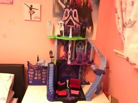 Monster High Castle and other monster high stuff