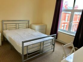 A LARGE double bedroom, close to Coventry University. Modern Décor and furniture