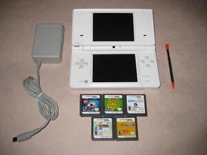 WHITE NINTENDO DSi SYSTEM + 5 GAMES, STYLUS AND CHARGER * SCREENS ARE NICE! ALL GAMES RATED E