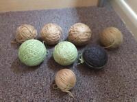 Free balls of wool