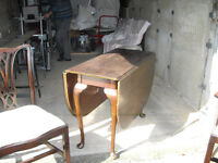 MAHOGANY DROP LEAF TABLE IN NEED OF RESTORATION