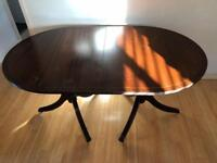 Georgian style extendable dining table 4 or 6 seater