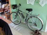 Dawes Discovery 301 Bicycle in very good condition (plus free accessories)