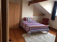 Spacious & bright double bedroom available now in a friendly shared house. £450 incl bills