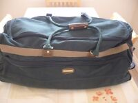"""Brand New ex -Shop Display """"Protocol"""" Large 31"""" long Luggage /Sports Holdall."""
