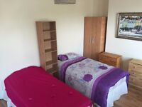 Single + Double / Twin Room Available in Surrey Quays (SE8) & Mile End (E14) Zone 2 * MOVE IN ASAP *