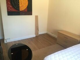 double room available to rent (near city centre)