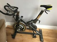 Spinning Bike - 22kg flywheel - fit adjustment - solid frame - silent operation - HR sensors.