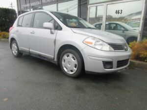 2009 Nissan Versa CLEAN 5-SPEED HATCH WITH ONLY 110K
