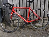 Decathlon B'Twin Triban 3 red road bike: Aluminium frame with carbon forks: in superb condition