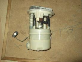RENAULT CLIO 1.2 16V MK2 PETROL PUMP