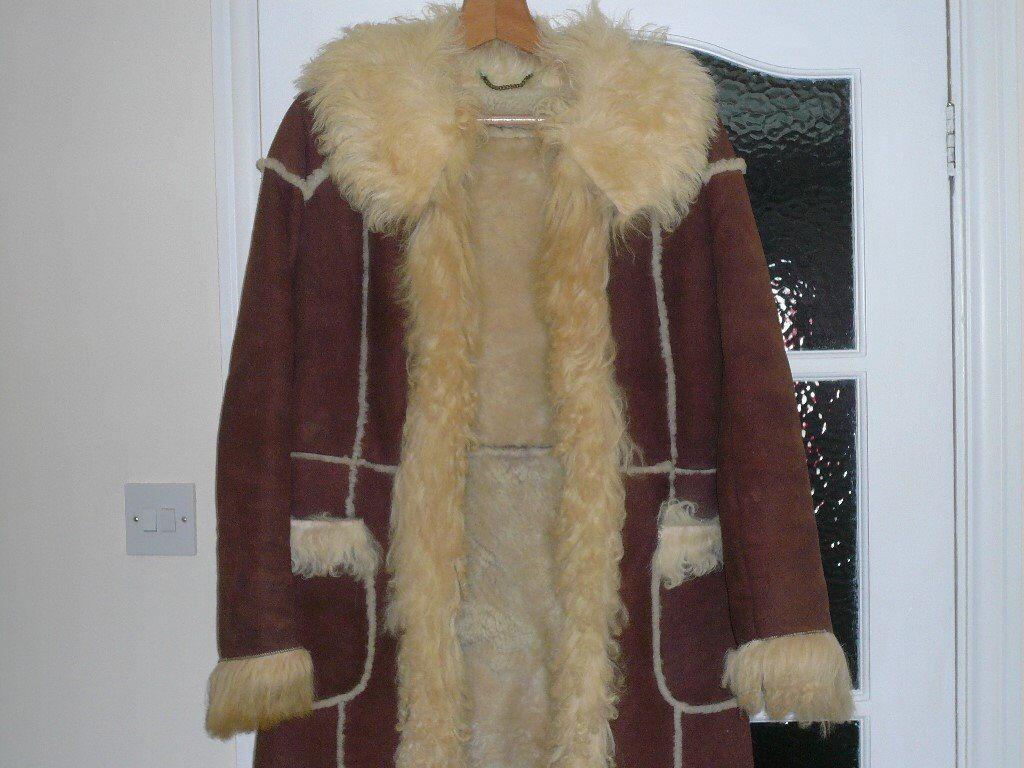 LADIES GENUINE VINTAGE SHEEPSKIN COAT SIZE 12